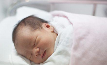 Bebe cu respiratie urat mirositoare? Top cauze!