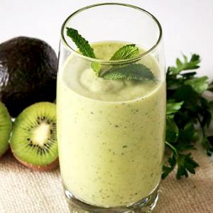 3 rețete de smoothie pentru detoxifiere numai bune de încercat acasă – BeClementine