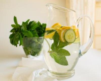 apa cu lamaie detoxifiere