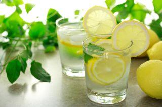 apa cu lamaie detoxifiere)